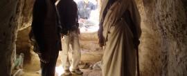 Ospiti di un anziano Berbero alle falde dello spettacolare Qasr Wazin.